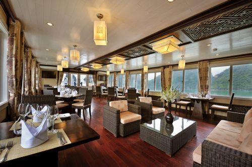 Paradise Luxury cruise restaunrant