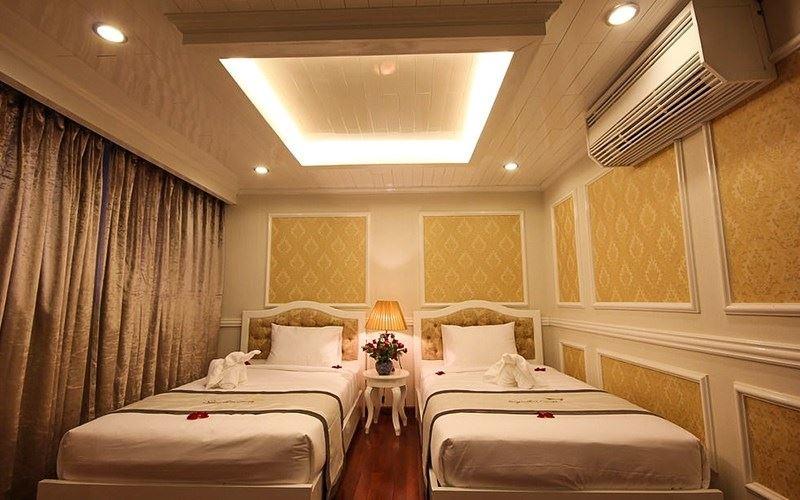 Phòng ngủ Twin du thuyền Signature cruise.jpg