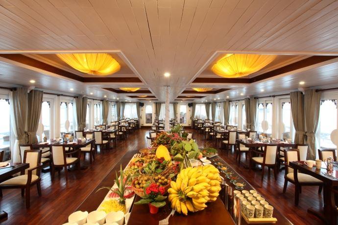 Au co cruise restaurant