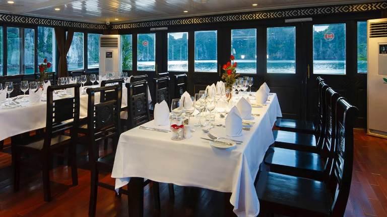 Carina cruise restaurant