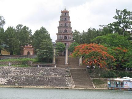 Tour du lịch Sài Gòn, Đà Nẵng, Hội An, Huế, Động Thiên Đường 4 ngày