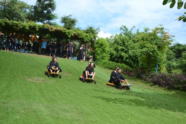 Trượt cỏ KDL Vinh Sang