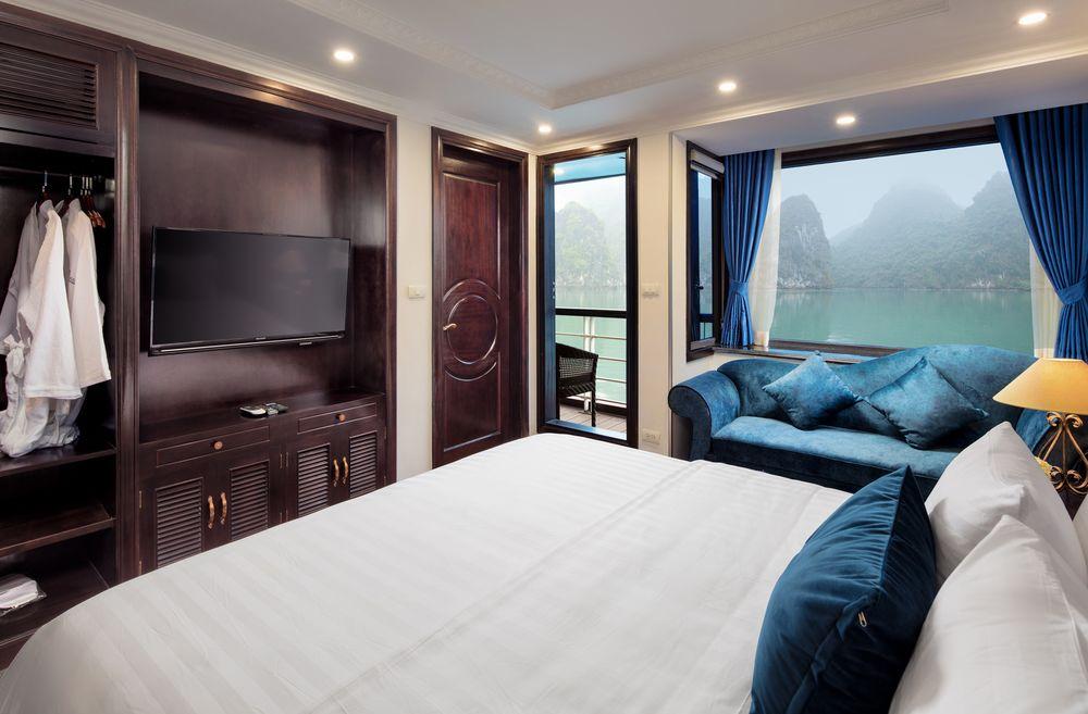 Le Théatre cruise double cabin