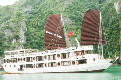 Tour du lịch Hạ Long 2 ngày trên du thuyền Oriental Sails