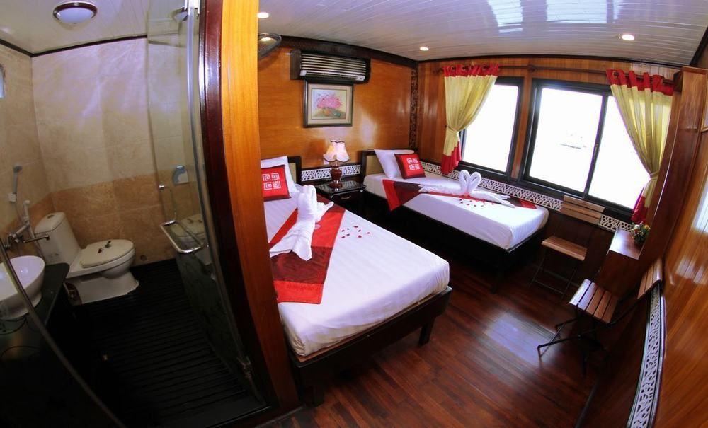 Peace Charm cruise Halong bay 1