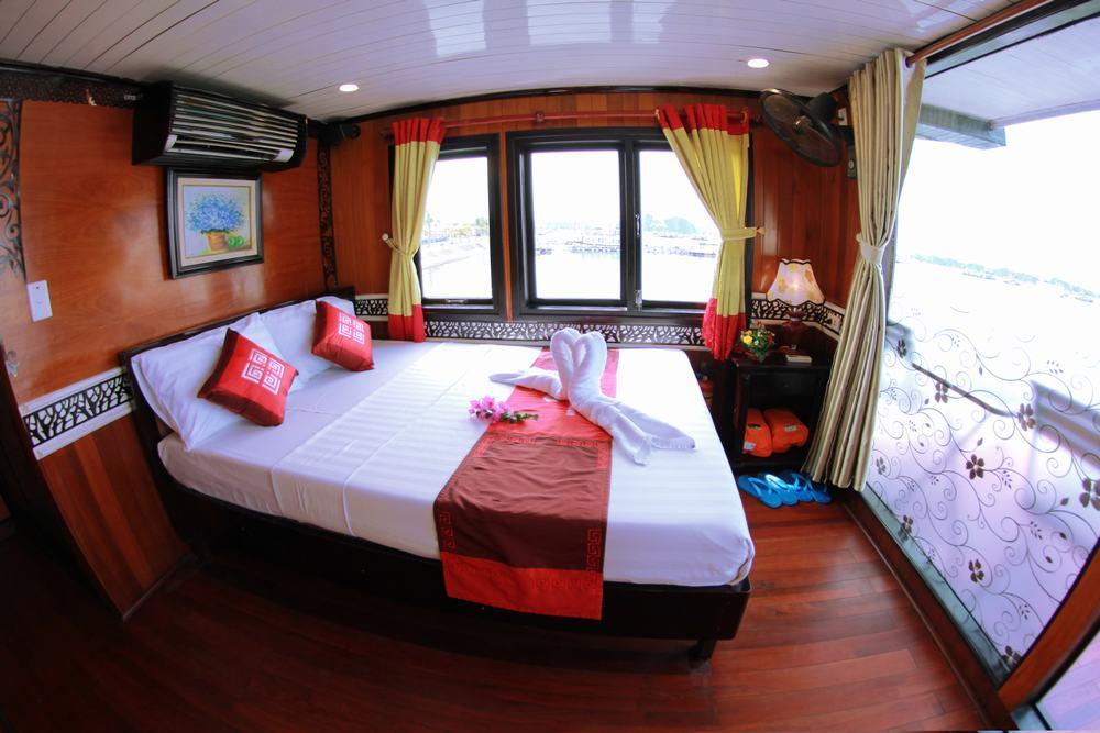 Peace Charm cruise Halong bay 2