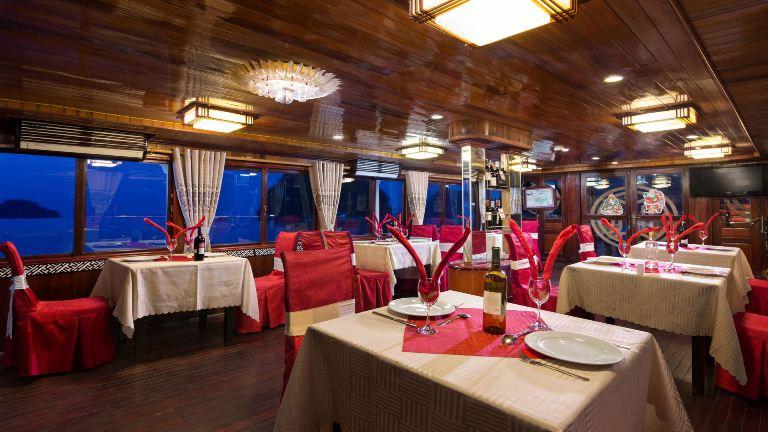 Peace Charm cruise nhà hàng