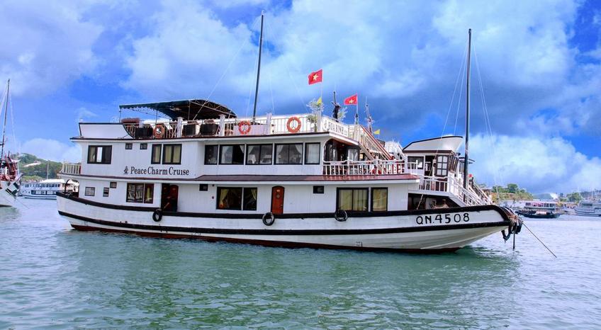Tour du lịch Hạ Long 2 ngày - Du thuyền Peace Charm cruise